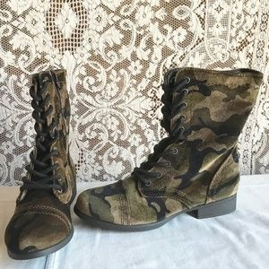 SM New York Camila Camouflage Lace Up Boots 8M